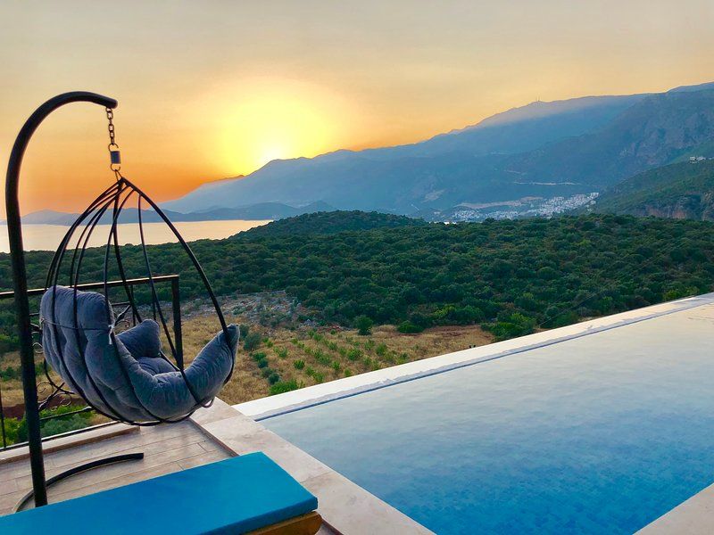 Villa mar, Modern & unique,located in a very quite place with great views of med, holiday rental in Bayindir