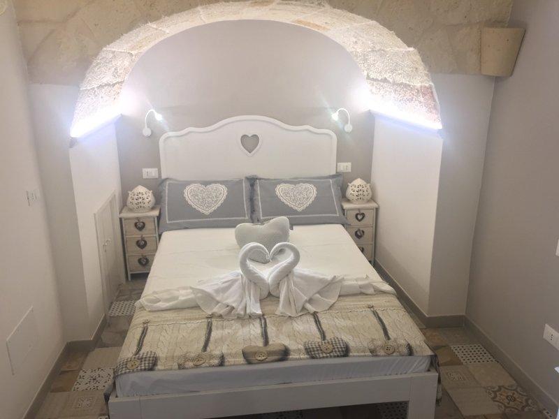 Dimora Altomare -Locazione Turistica- Suite White, Ferienwohnung in Polignano a Mare