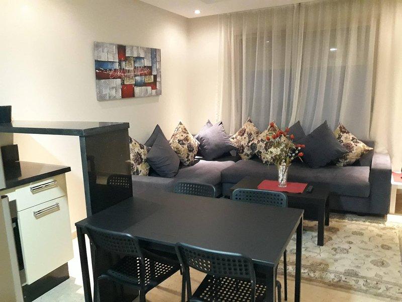 Cozy New Appartement A Oasis, alquiler de vacaciones en Nouaceur