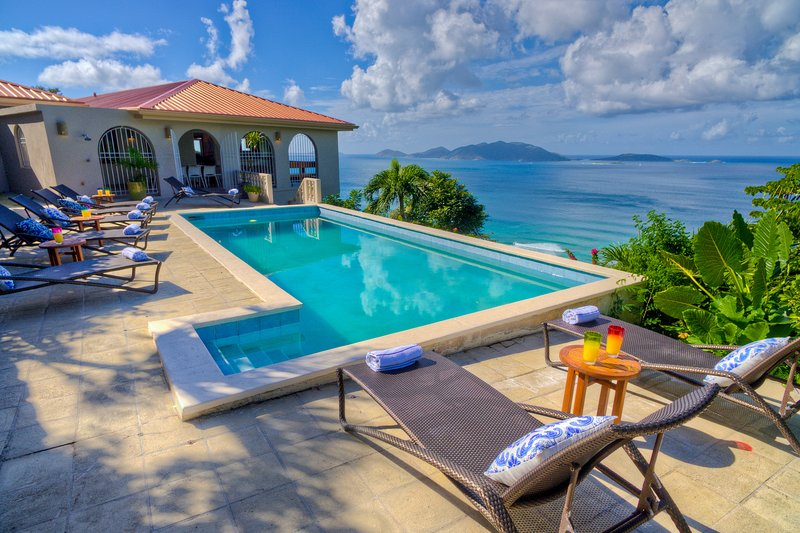 New! Overlooking the surf of Apple Bay, '21 Spyglass', 4 bed, 3 bath, pool, A/C, holiday rental in Tortola