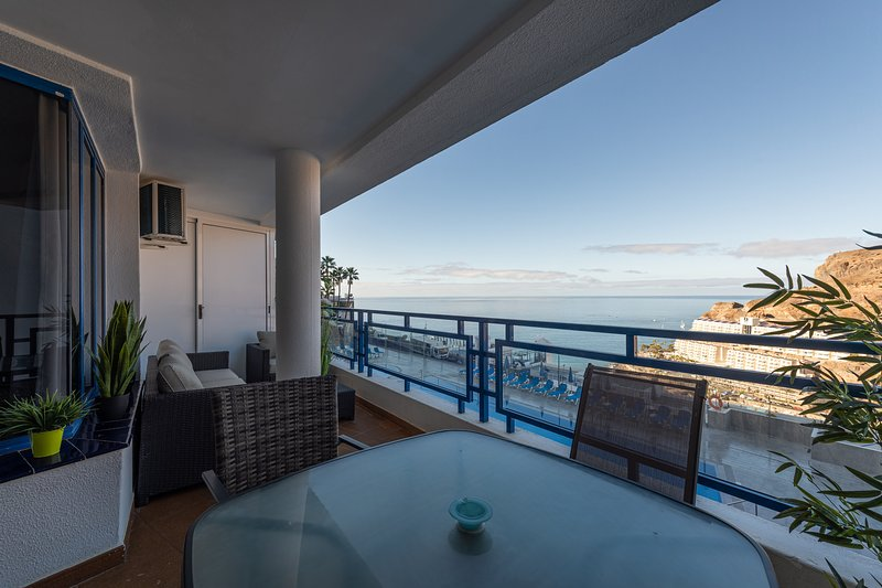 Amazing Sea Views Terrace Apartment with pool, holiday rental in Puerto de Mogan
