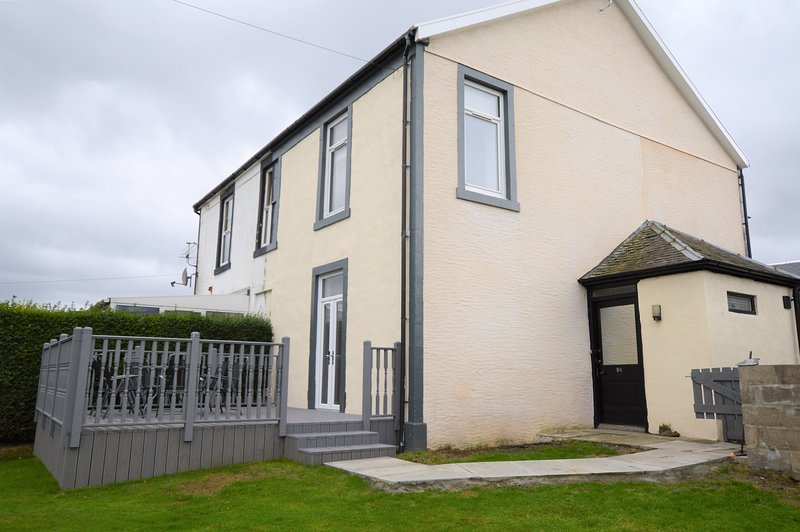 Homescroft Town House, enclosed garden, pet friendly, private parking, vacation rental in Dunoon