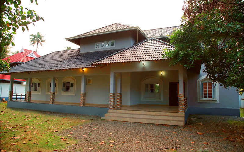 Traditional villa with modern amenities,Free continental Breakfast & Car rental., holiday rental in Kothamangalam