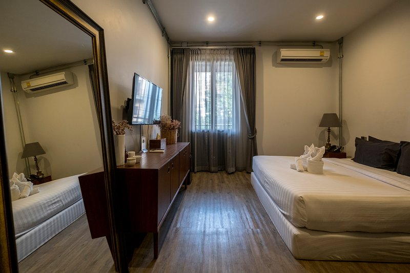 King Room with Terrace and Private Bathroom for 2 Persons, holiday rental in San Phranet