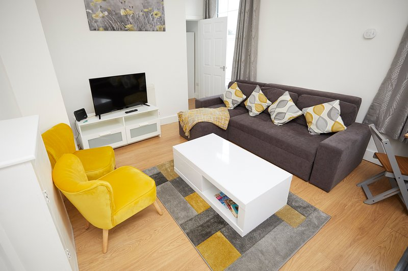 Lovely 2 bedroom apartment on Shirley Road in Southampton with free parking, holiday rental in Eastleigh