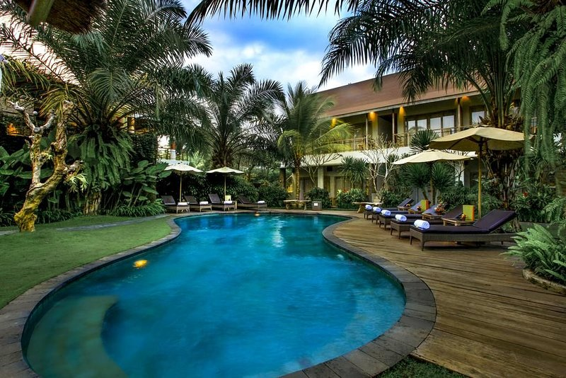 Stunning Luxury Exotic Three-Bedroom Villa with Private Pool, Ferienwohnung in Banjar