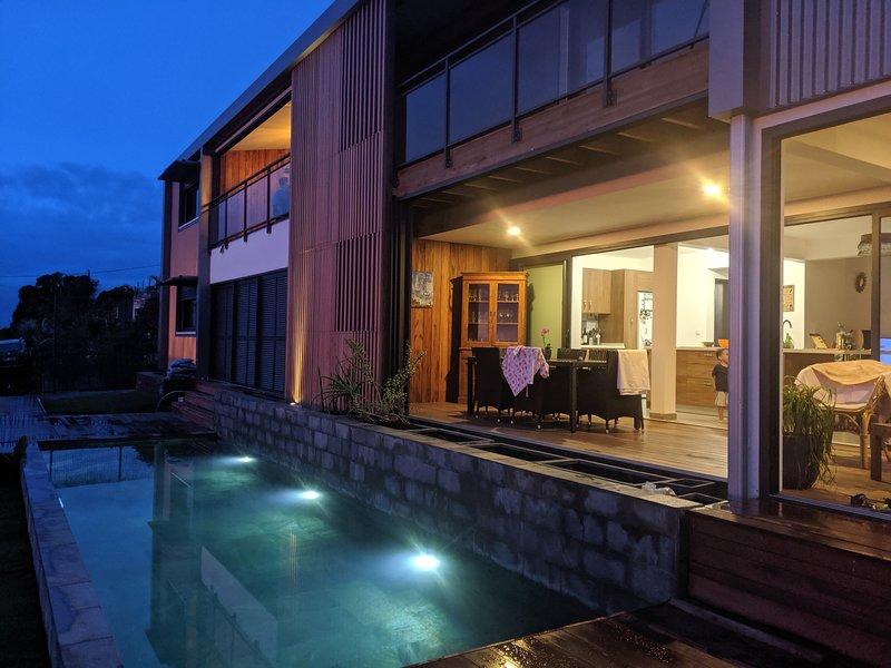 Appartements de standing dans villa d'architecte avec Vue exceptionnelle, casa vacanza a Saint-Leu