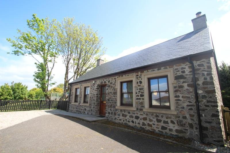 New 2 bedroom cottage, private garden and parking., alquiler vacacional en Rothesay