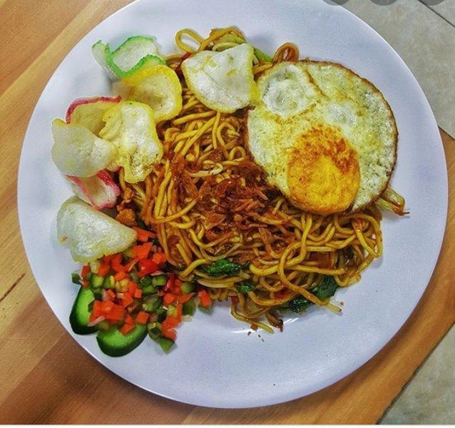 breakfast indonesian fried noodle