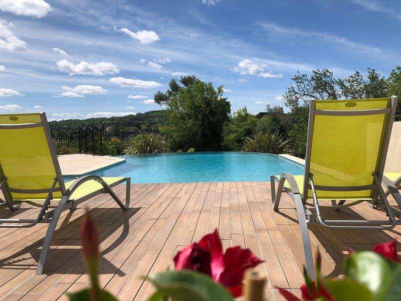 Gites 2 de vacances 3* (Aiguéze) dans résidence avec piscine, vacation rental in St Just d'Ardeche