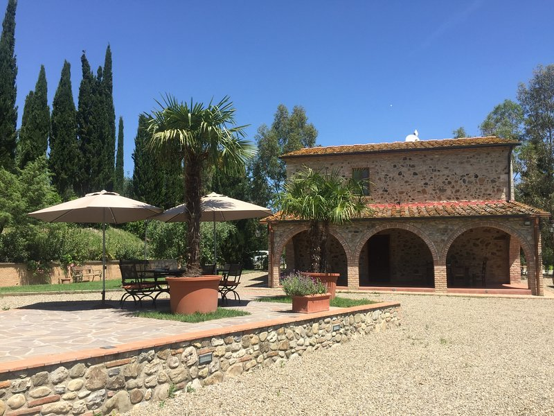 Podere il Chiassale - Beautiful Tuscany Farmhouse with privat pool, holiday rental in Villamagna