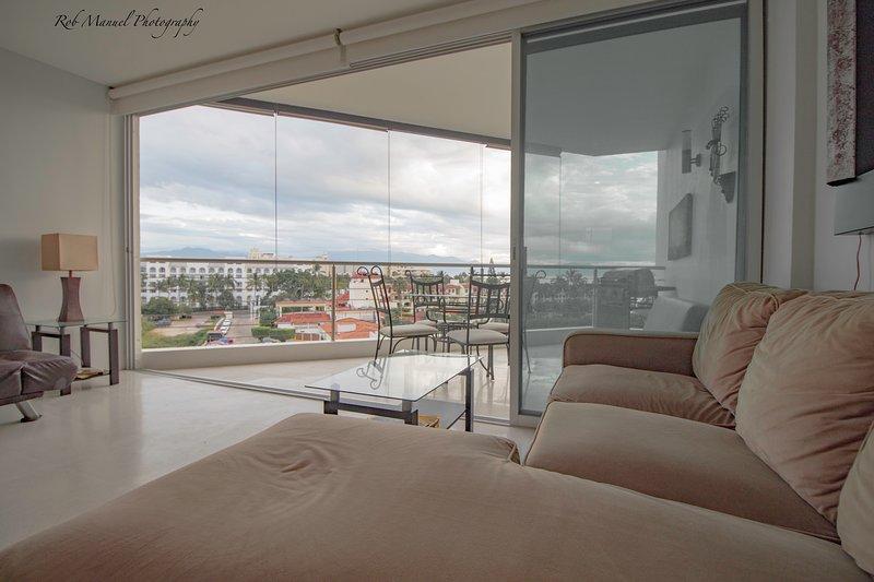 Quiet Ocean Front Studio Perfect For The Seasoned Traveller, vacation rental in Nuevo Vallarta