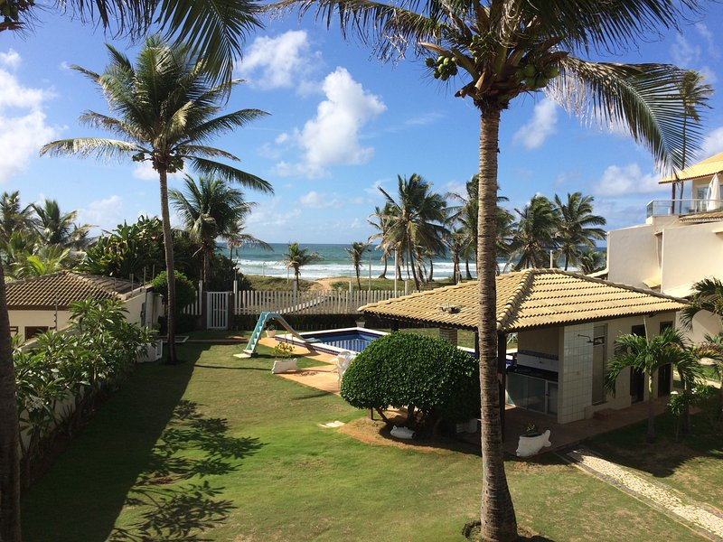 BEACHFRONT Townhouse, 3 Bedroom, 3.5 Bath, Flamengo Beach, Salvador, Brazil, location de vacances à Salvador