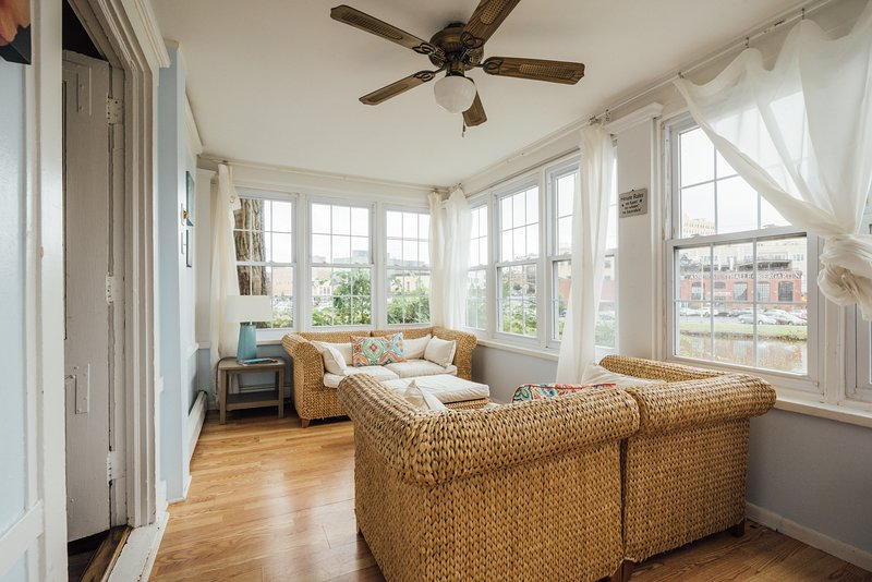 The Porch - Ocean Grove overlooking Asbury Park, holiday rental in Neptune