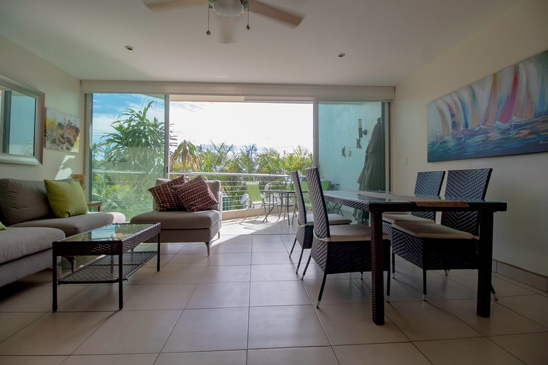 3 Story Beach Front Loft Quiet and Tranquil With Private Beach Access, alquiler de vacaciones en Flamingos