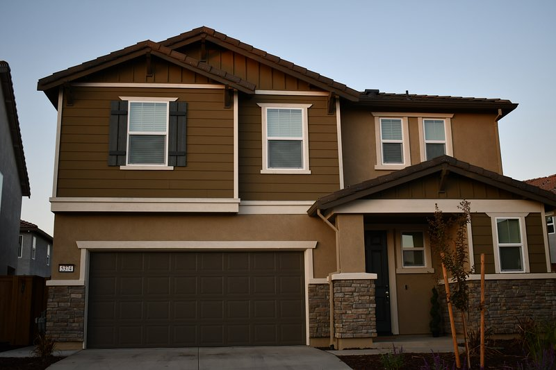 NEW Beautiful Modern Home near SMF Airport, holiday rental in Sacramento