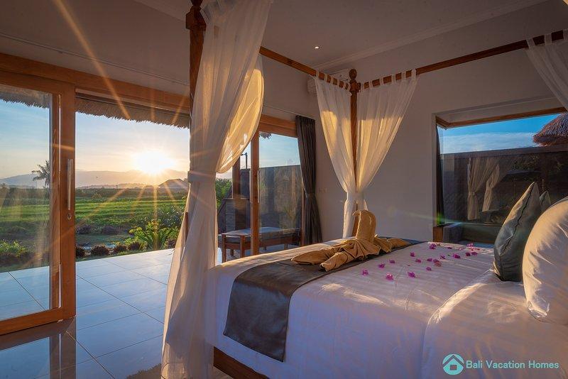 Villa Manik Segara (2): DeLuxe 1 bedroom villa ocean/ricefield view 120sqm, Ferienwohnung in Umeanyar