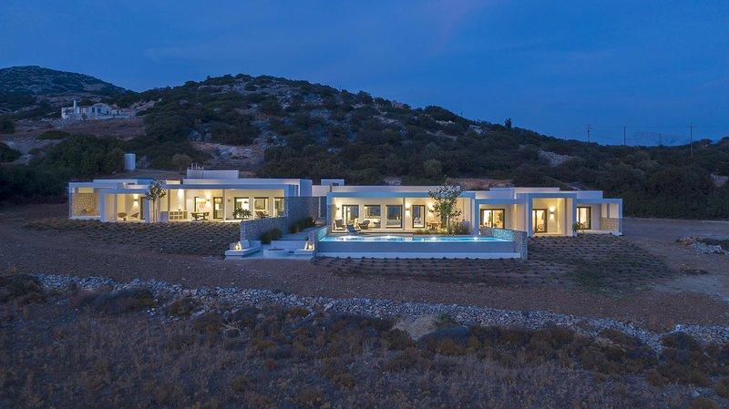 Hidden Hill Estate | Hidden Hill Villas in Naxos, holiday rental in Pyrgaki