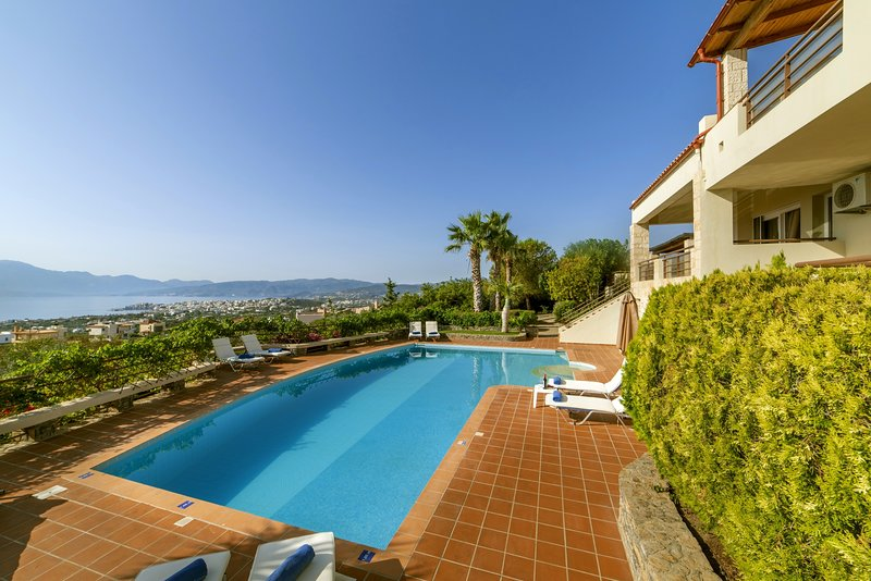 Panoramic View,Comfortable,cozy,pool,ideal for family, vacation rental in Katsikia