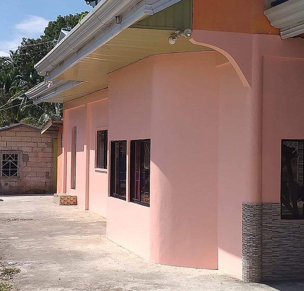 BELLAS GUESTHOUSE, holiday rental in Samboan