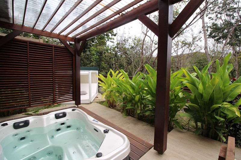 Jacuzzi in private garden