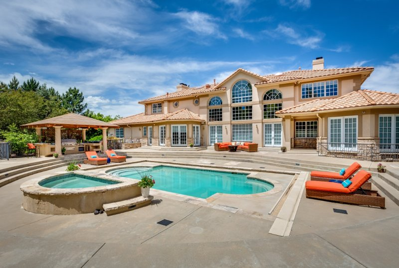 LACE - Front Range Luxe! Pool/Hot Tub/Gym, holiday rental in Erie