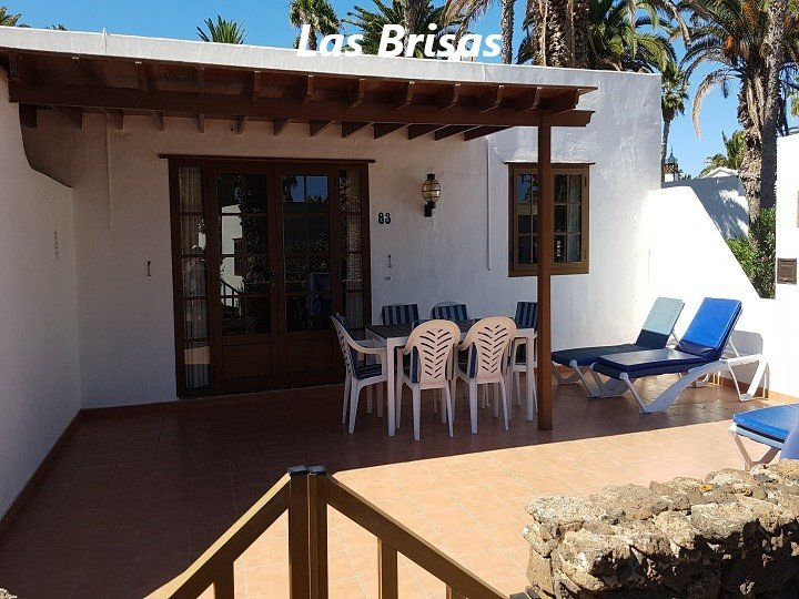 Villa on the complex of Las Brisas (V10), vacation rental in Playa Blanca