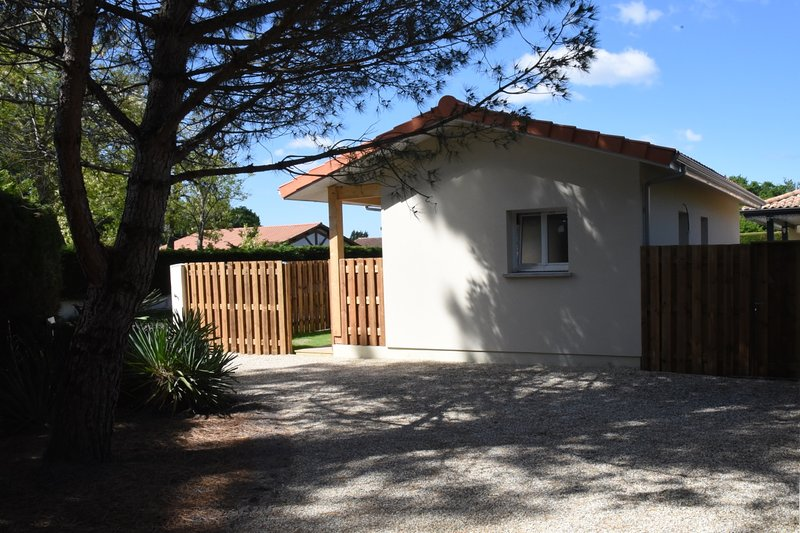 Petite Villa, Lumineuse proche Plages et Forêt, holiday rental in Le Temple