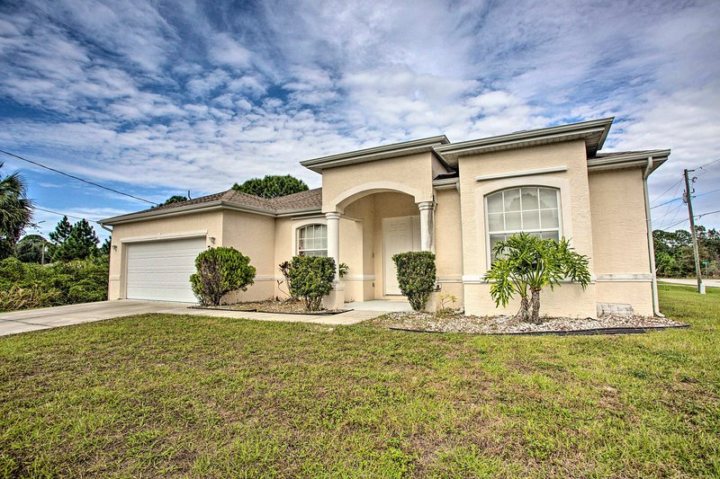 Centrally Located North Port Home w/ Private Lanai, vakantiewoning in Warm Mineral Springs