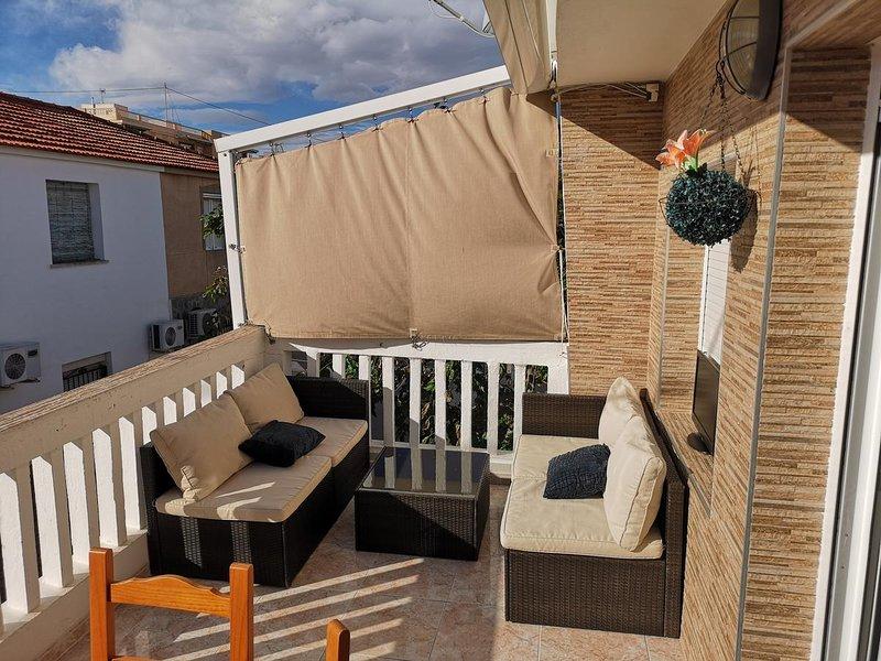Nice house near the beach & terrace, location de vacances à Elche