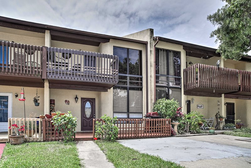 Updated Cape Canaveral Townhome, Walk to the Beach, holiday rental in Cape Canaveral