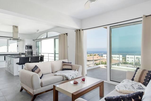 Joya Cyprus Golden Deluxe Penthouse Apartment, holiday rental in Bahceli
