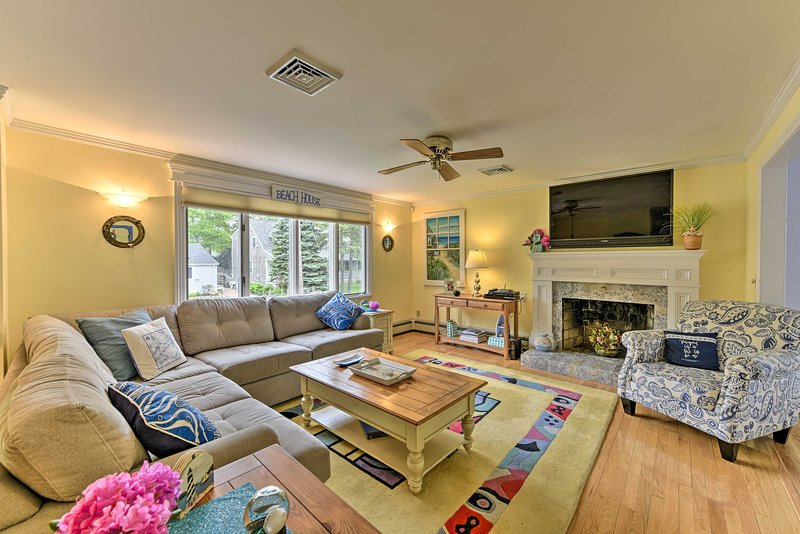 East Falmouth Home: 3-Min Walk to Private Beach!, holiday rental in Falmouth