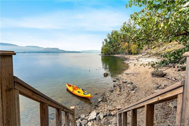 Luxurious Waterfront Home with Private Dock, holiday rental in Kelowna