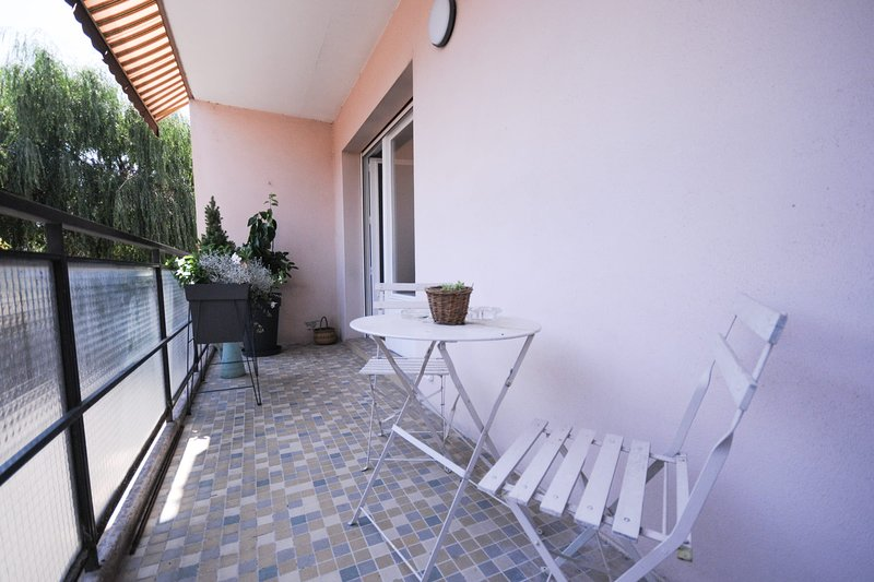 Le Paron - Appartement 2 Chambres avec balcon & parking, holiday rental in Sillingy