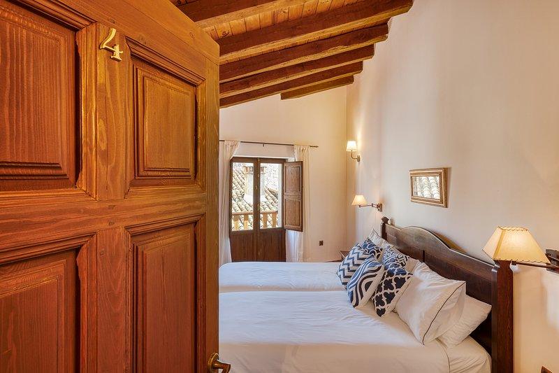 Casa Cuesta del Reloj Casa Rural en Piedralaves, holiday rental in La Adrada