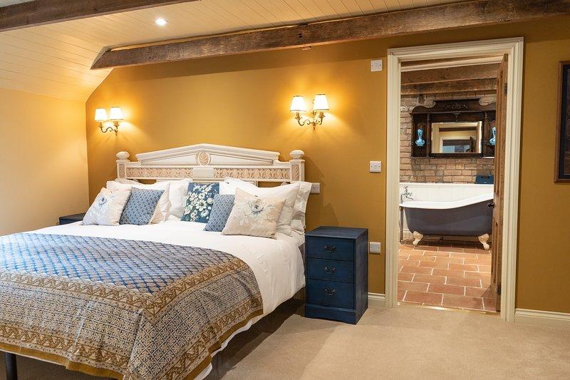 LUXURY ROMANTIC GETAWAY - GOOSE FEATHER BARN, WEDMORE, vacation rental in Westbury-sub-Mendip