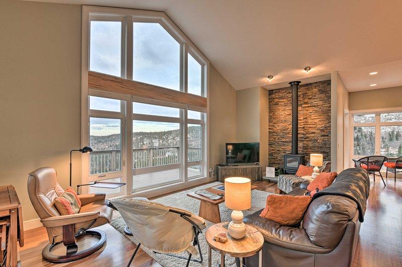 Modern Anchorage Home w/ Stunning Mountain Views!, alquiler vacacional en Hope