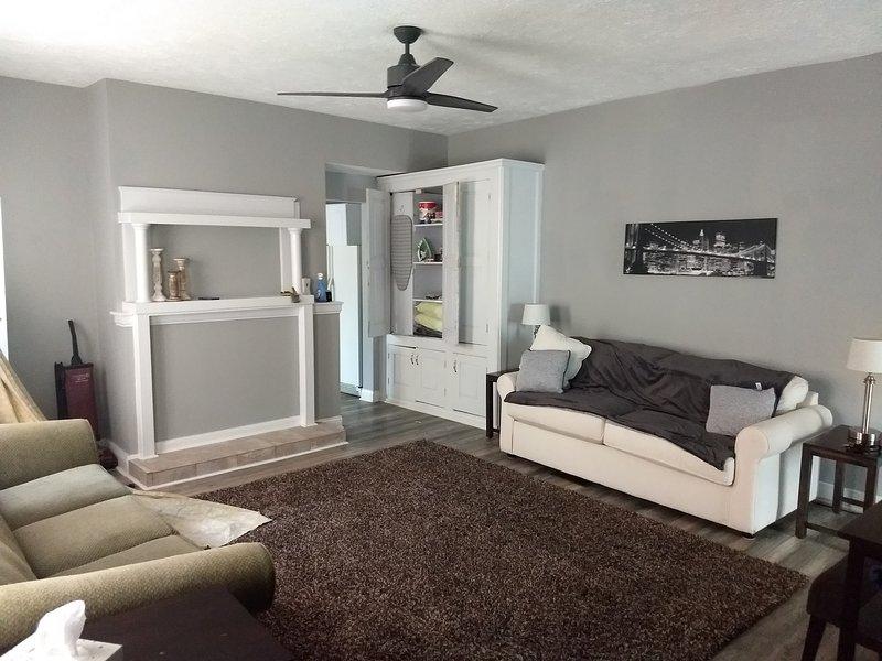 Large Neo-Rustic Home - 5 min from Downtown Cincinnati, vacation rental in Cincinnati