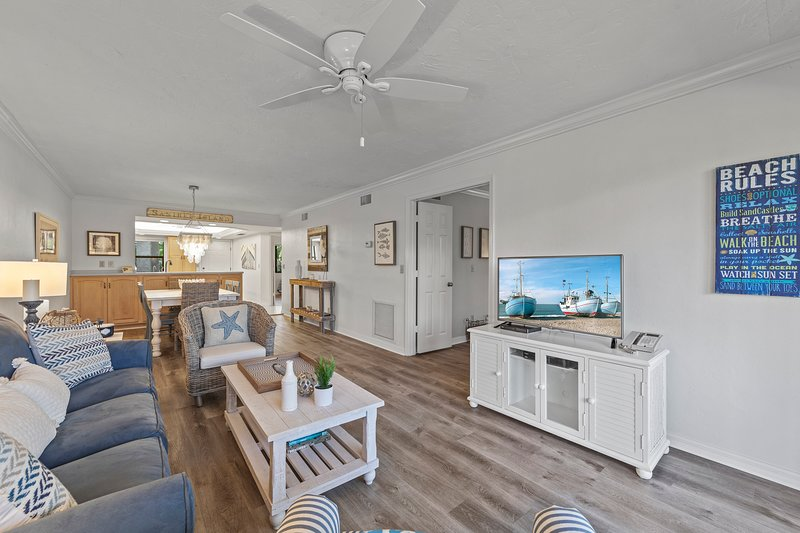 Updated & Fabulous - Just Steps to Beautiful Beach!, vacation rental in Sanibel Island