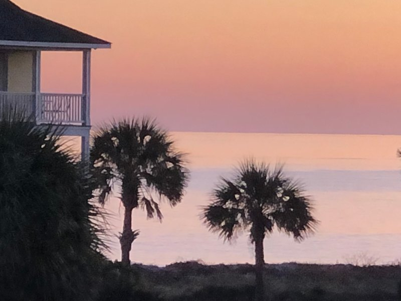 Beautiful Ocean Views from Every Room, Steps to Beach, Close to Amenities, holiday rental in Harbor Island