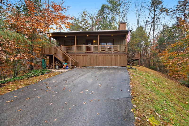 Charming, dog-friendly cabin - great for a romantic getaway!, vacation rental in Townsend