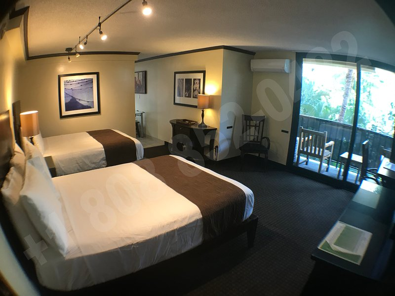 Large Studio pool side, corner unit with separate full kitchen, holiday rental in Honolulu