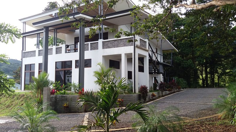 Jungle Luxury Modern Bali......Casa Elements, vacation rental in Nuevo Arenal