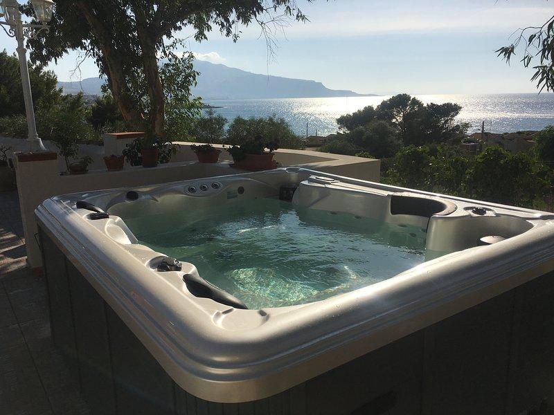 Spectacular  terrace  , home sea view, sunset view!!unforgettable!!, location de vacances à Custonaci