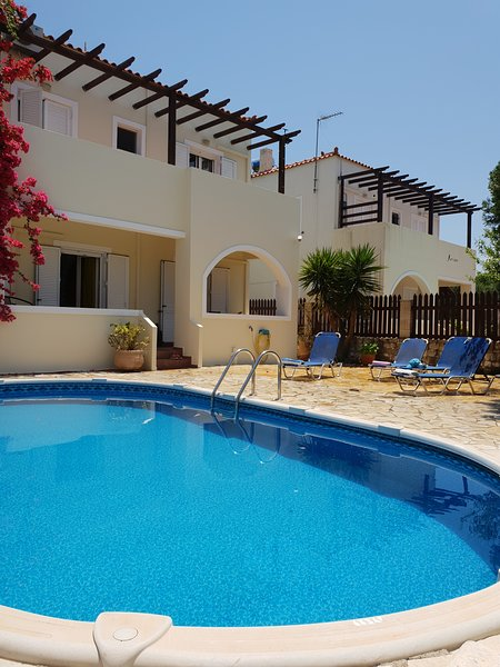 Almyrida luxury villa , private pool , near the beach , 3 bedrooms with parking, holiday rental in Aspro