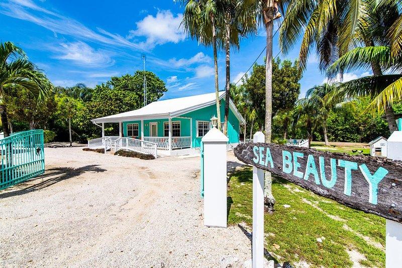 Sea Beauty: ADA-Friendly Island Cottage w/ 300-feet of Private Beach, Hammocks, holiday rental in East End