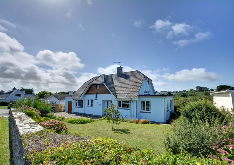 The Blue House, vacation rental in Constantine Bay