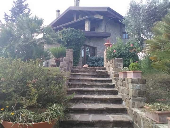 Big villa with swimming-pool & Wifi, vacation rental in Eboli