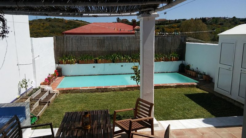 Beautiful villa with swimming-pool, Ferienwohnung in Westside